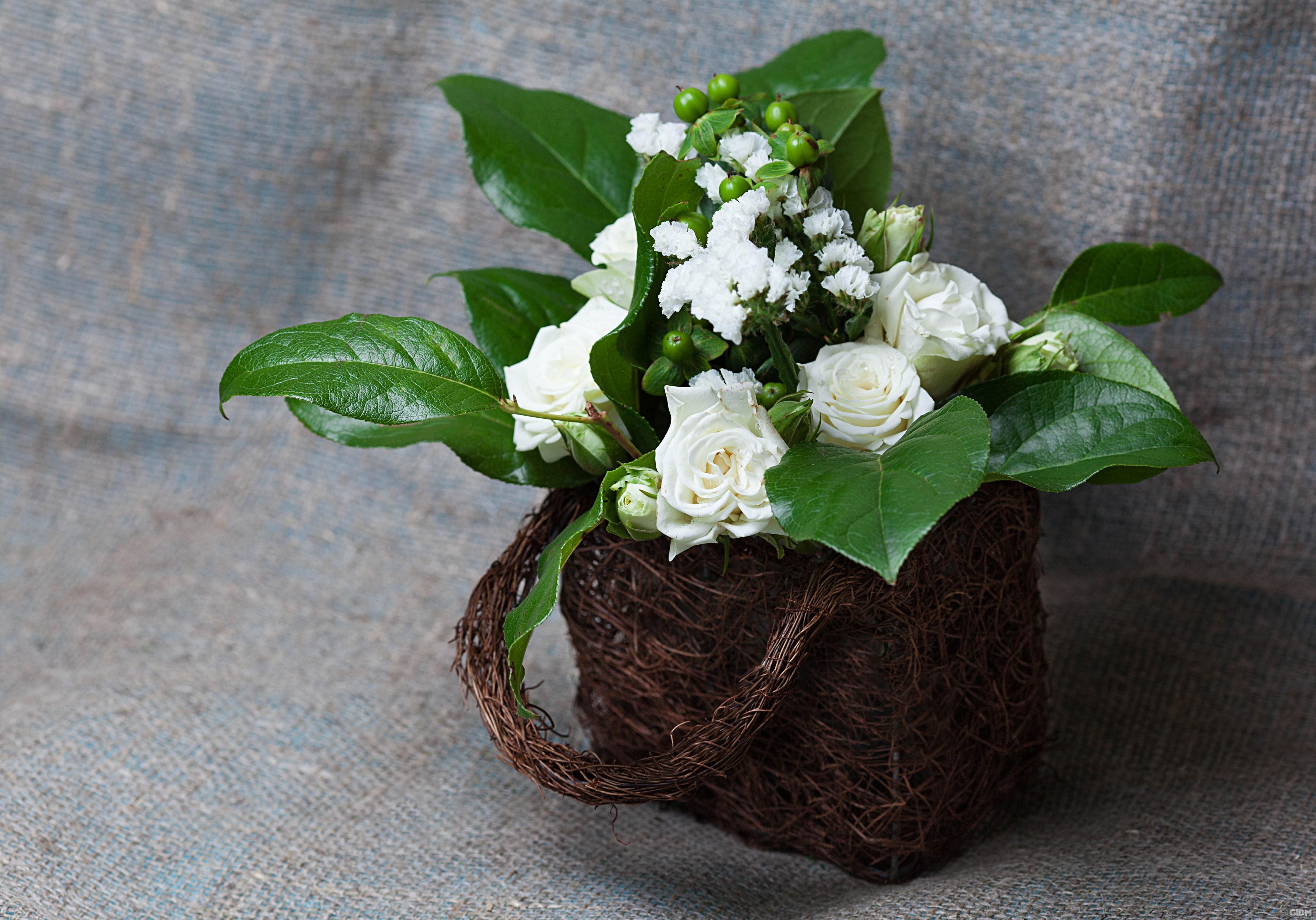 Плетеные корзинки - классика весеннего декора.
