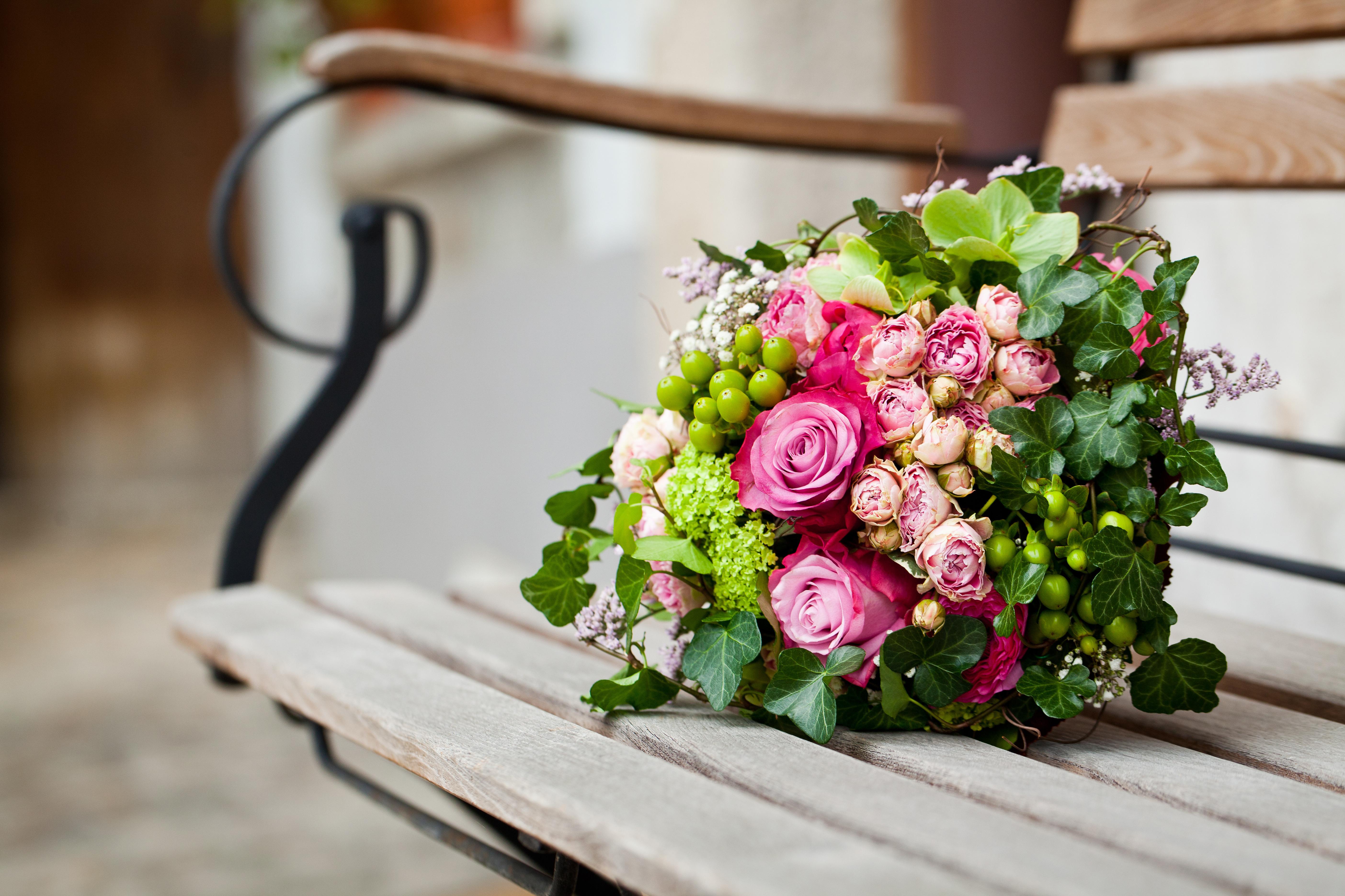 Букет- красиво изогнутые ветки, грозди ягод, желуди, каштаны, многие виды трав и, конечно, ваша фантазия!
