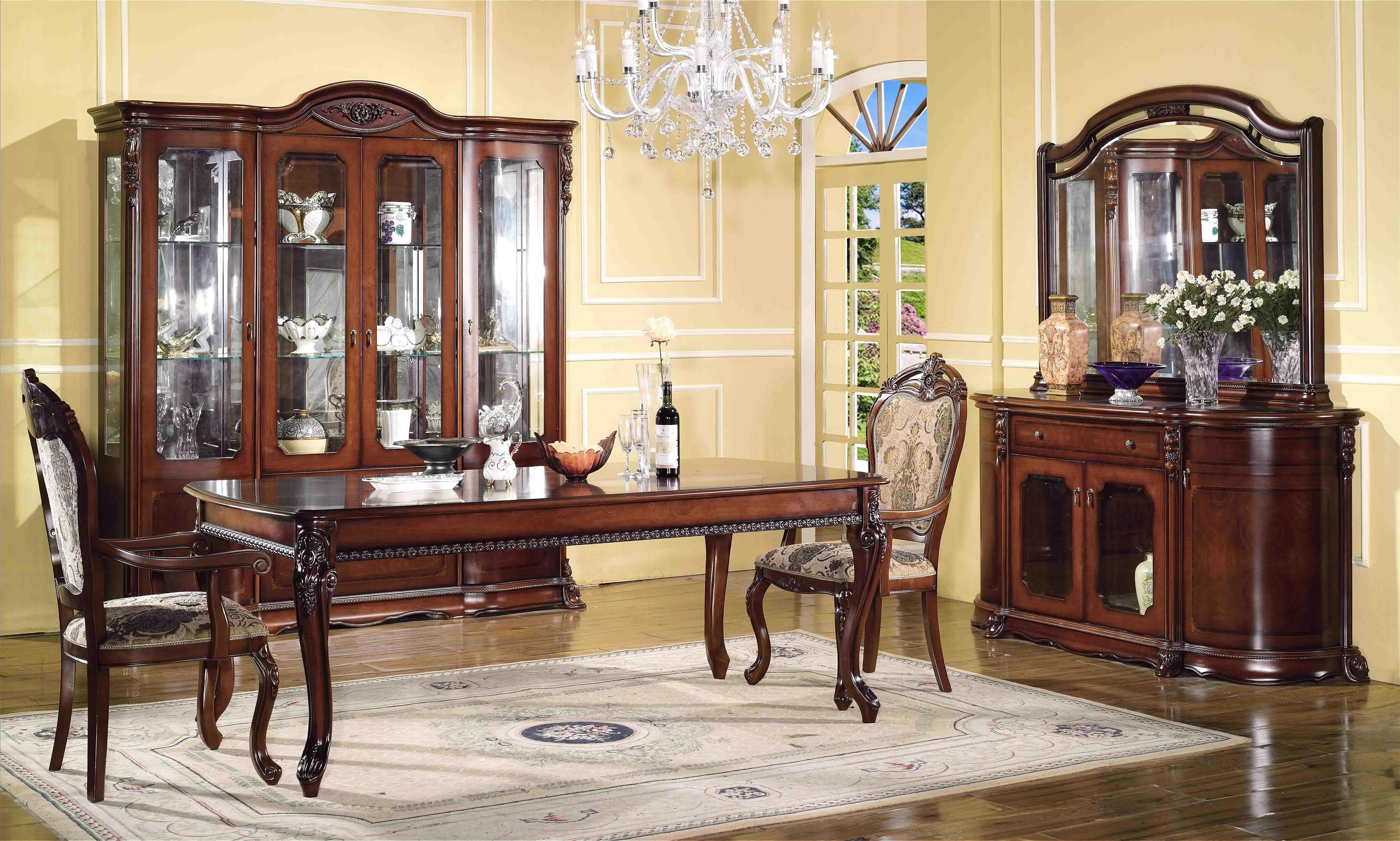 Раритетная мебель, драгоценные металлы, камни, дорогие ткани, натуральные материалы.