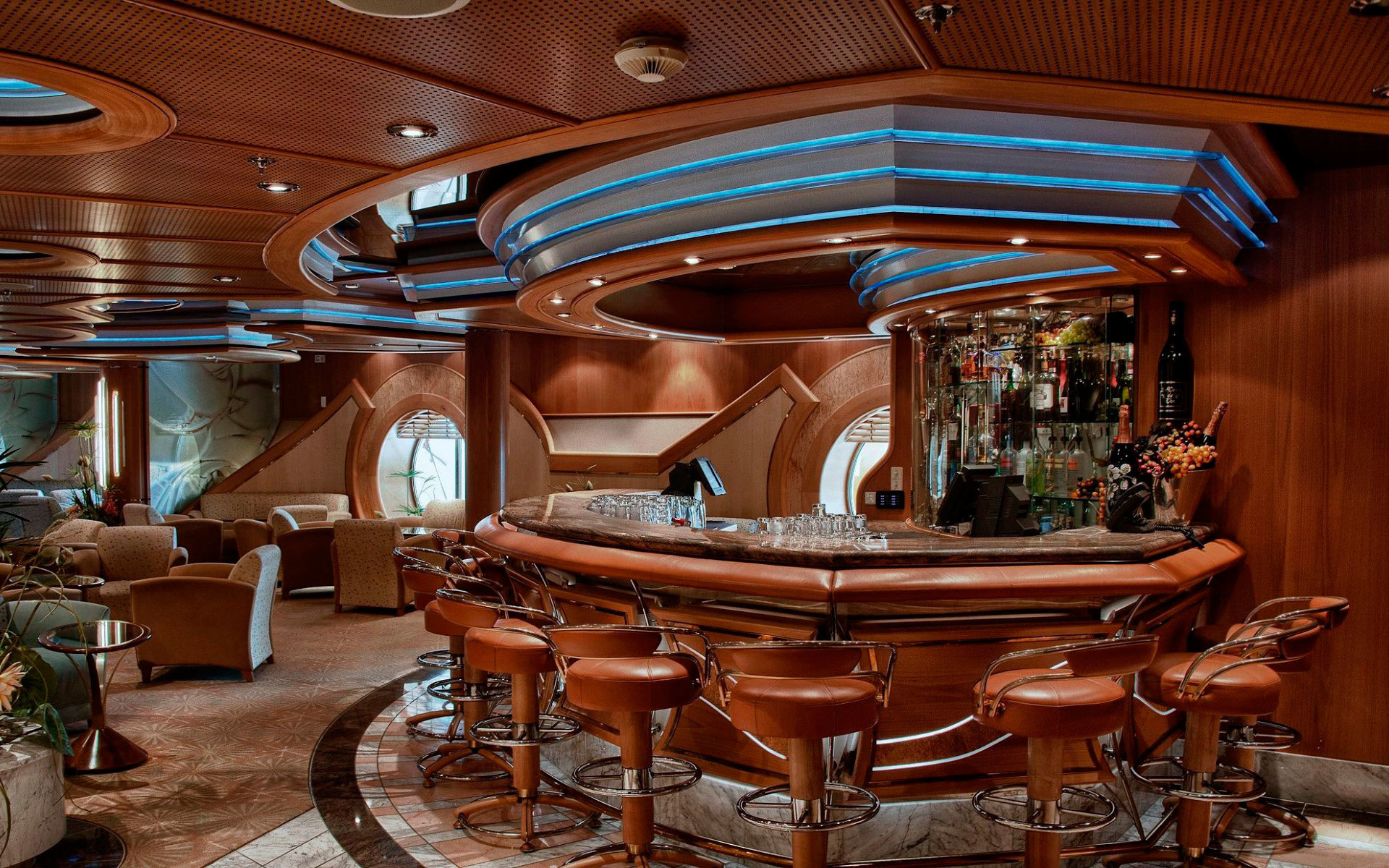 В дорогих элитных заведениях устанавливают барные стойки из дерева - это классический вариант.
