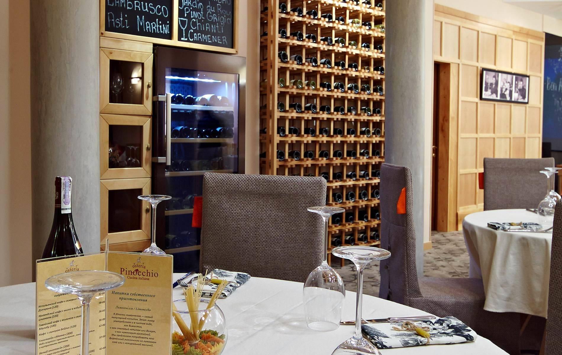 Шкаф для вина, шкаф для виски или шкаф для коньяка отвечают за длительное хранение.