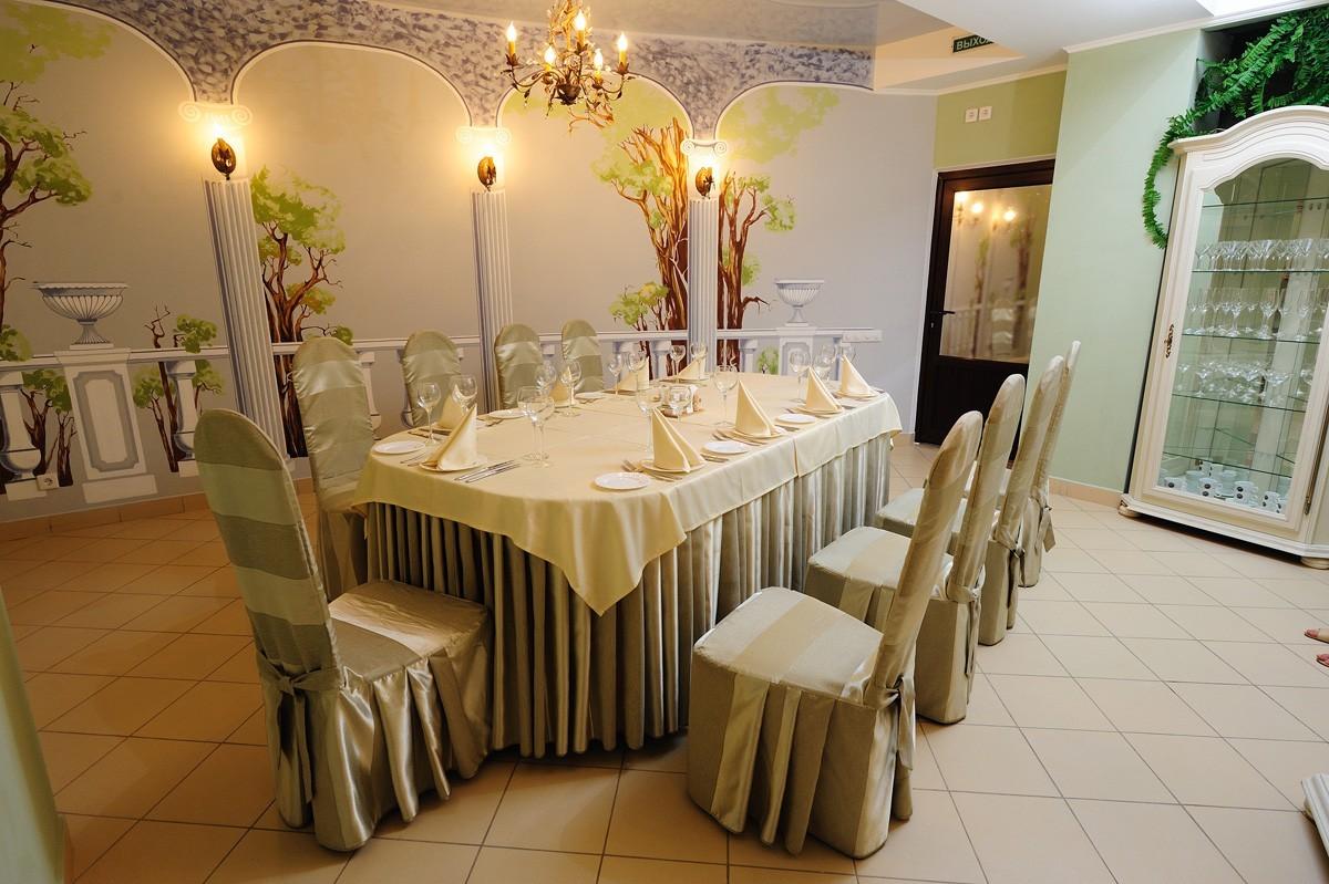 Чехлы на стулья- все, к чему посетитель прикасается руками, должно быть хорошего качества и приятным на ощупь