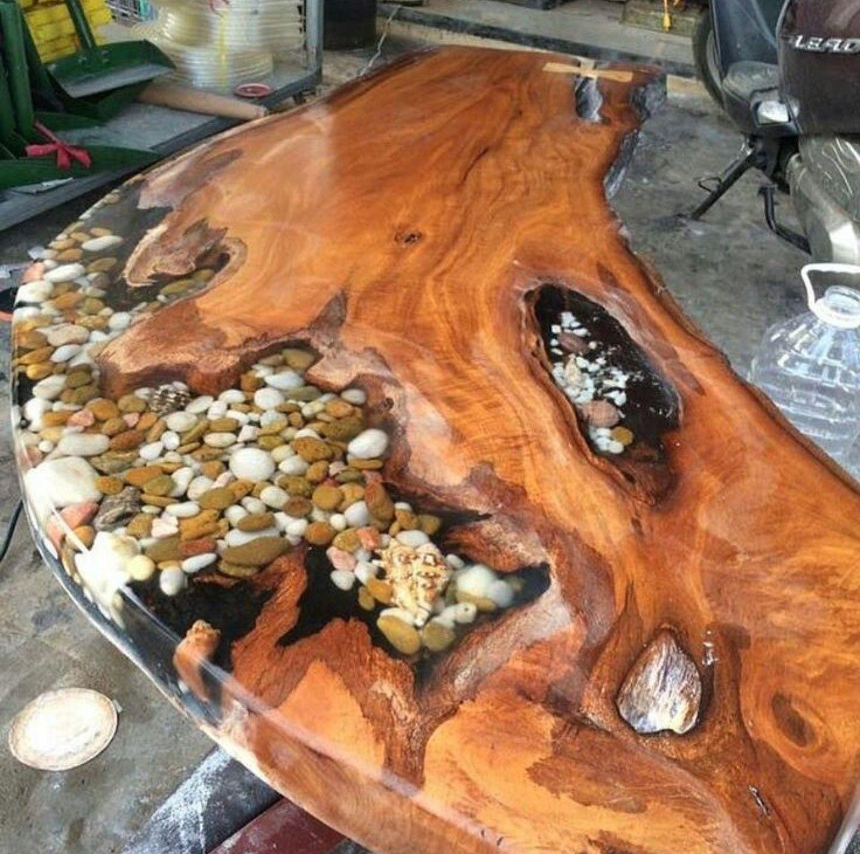 Столешница из дерева, полимера и камней