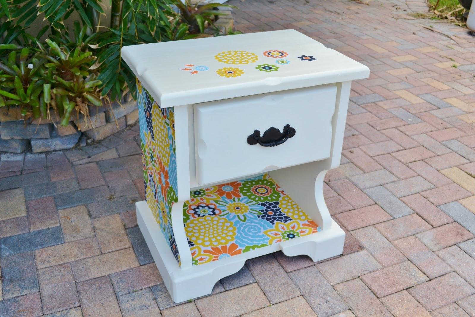 Обновление мебели с помощью краски и обоев