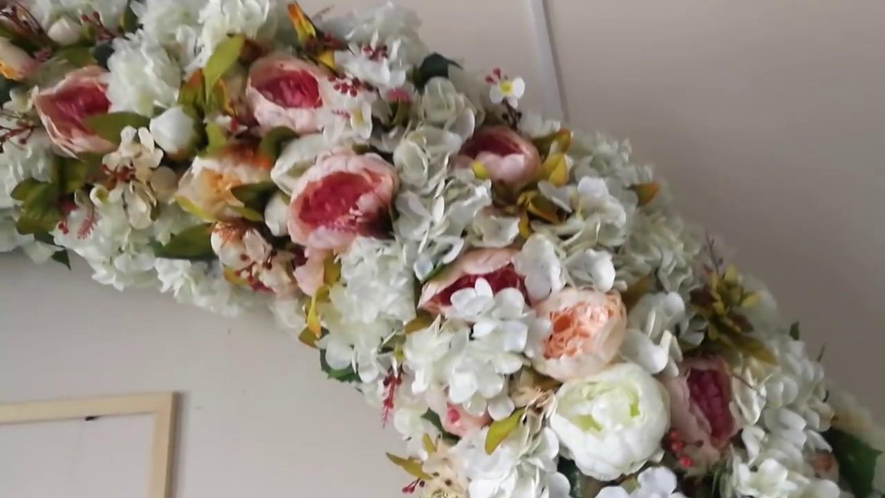 Арка из искусственных цветов