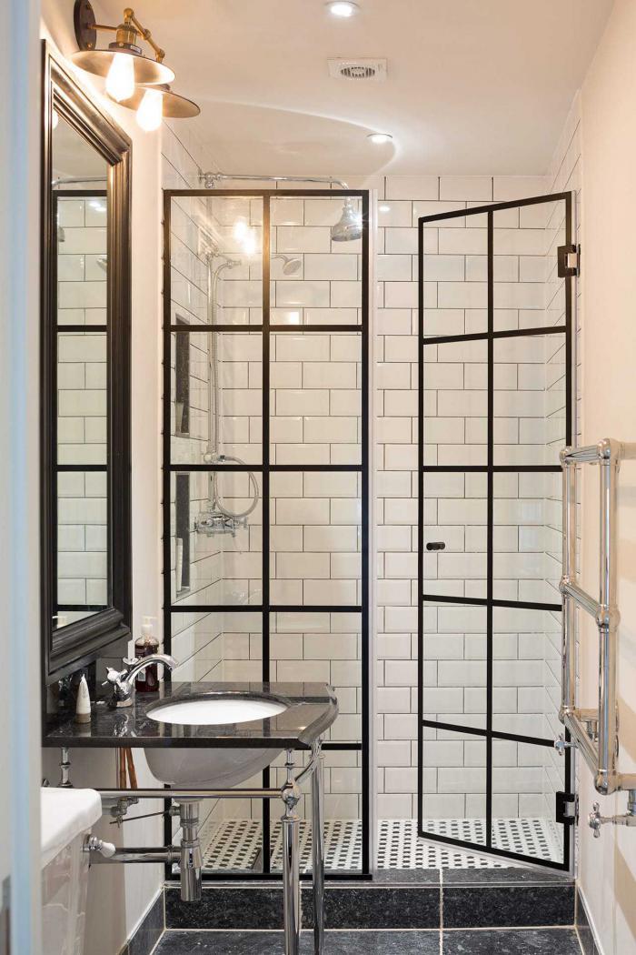 Стеклянная шторка для современной ванной