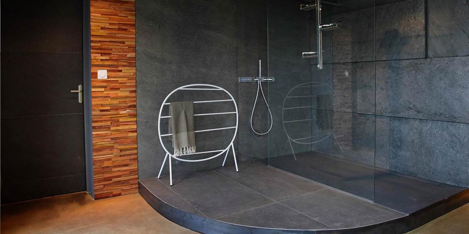 Каменный шпон в ванной