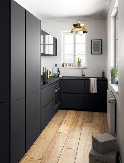 Черный дизайн маленькой кухни