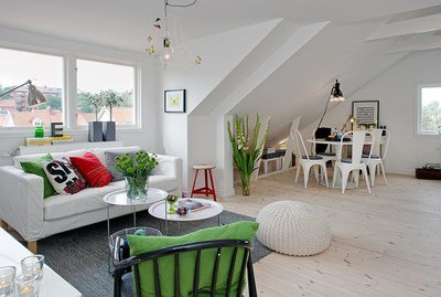 Декор в скандинавском дизайне освежает монохромный интерьер.