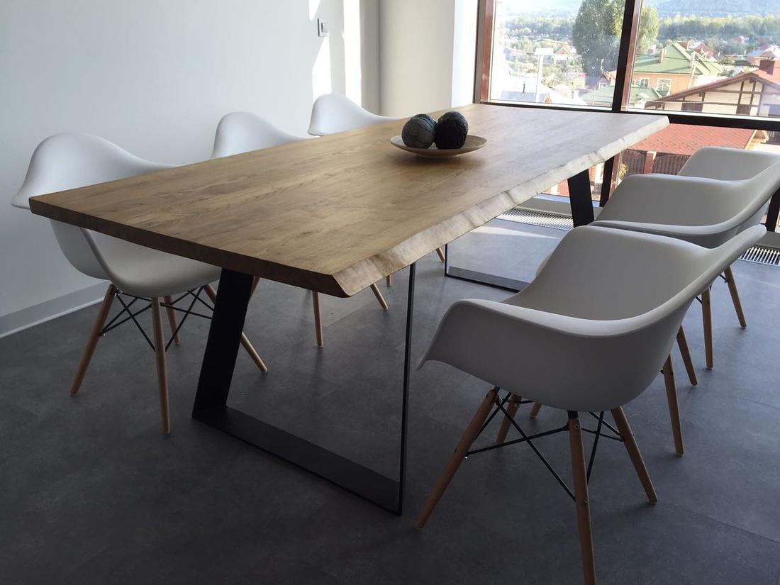 Стол в индустриальном интерьере. LOFT