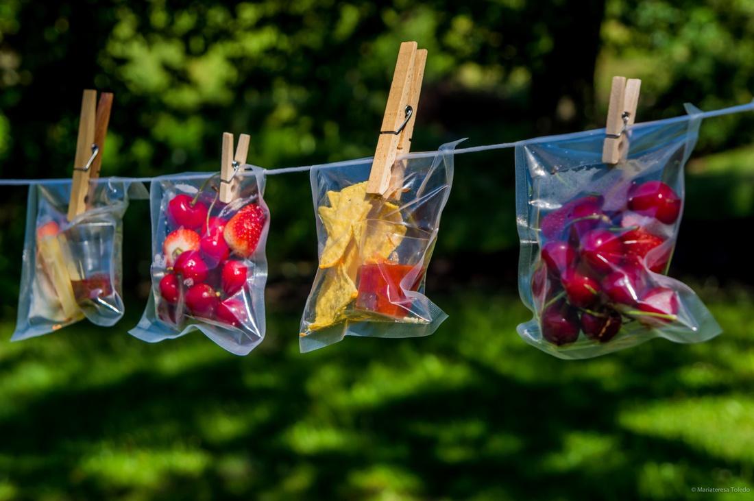 Индивидуальные пакеты с ягодами и снеками