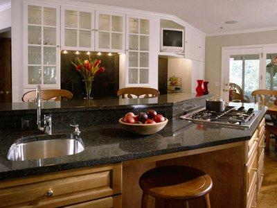 Дизайн кухни должен учитывать многофункциональность этого помещения.