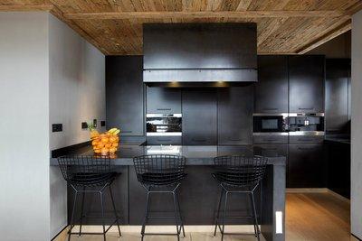 дерево в дизайне кухни
