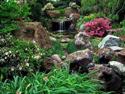 Шум падающей воды,цветущие прибрежные растения, валуны и галька-вот, то место, где можно отдохнуть душой и телом, помечтать и достигнуть гармонии!