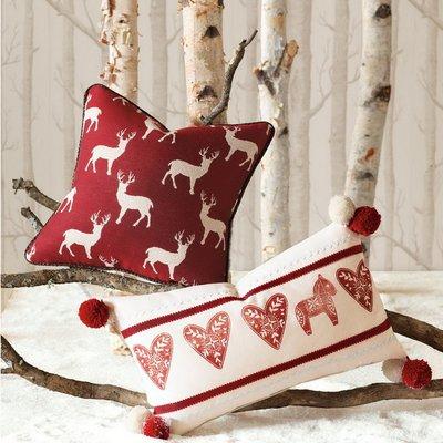 диванные подушки с вышивкой или аппликацией на новогоднюю тему