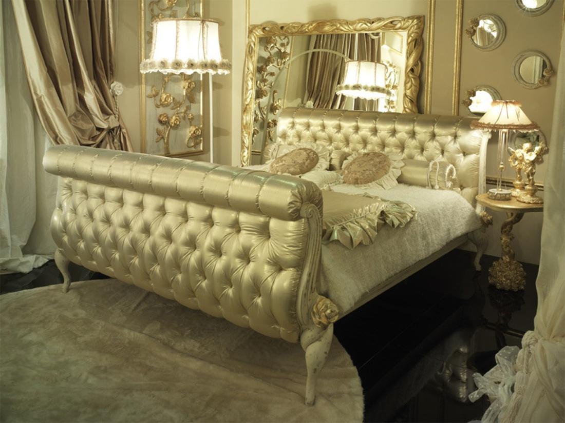 Спальня в золоте в стиле арт-деко.