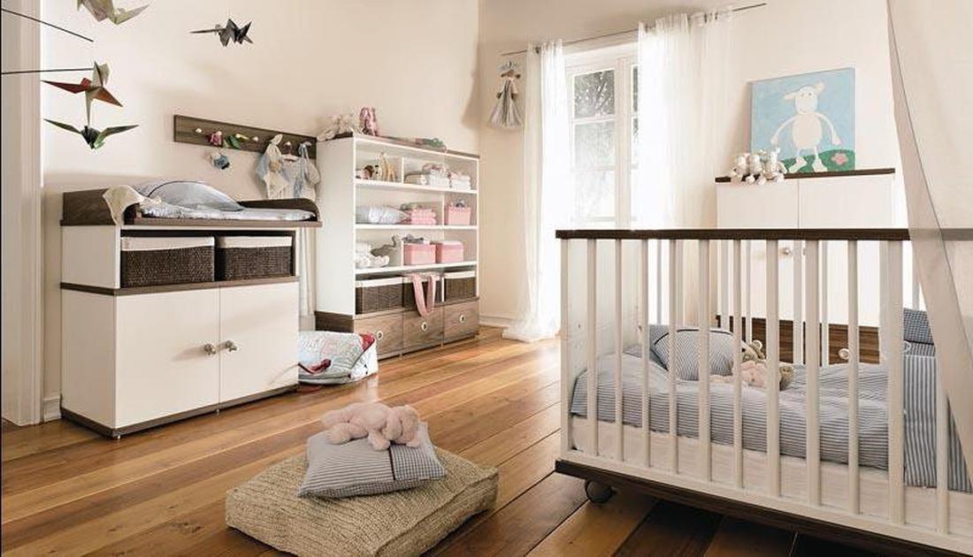 Для небольшого помещения идеальной станет детская комната в стиле минимализм.