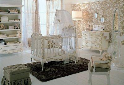Комната для новорожденного в классическом стиле.