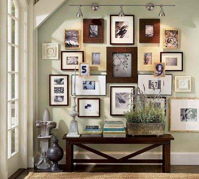 Выберите несколько самых ярких, наполненых положительными эмоциями фотографий, повесьте на стену или поставьте на полку