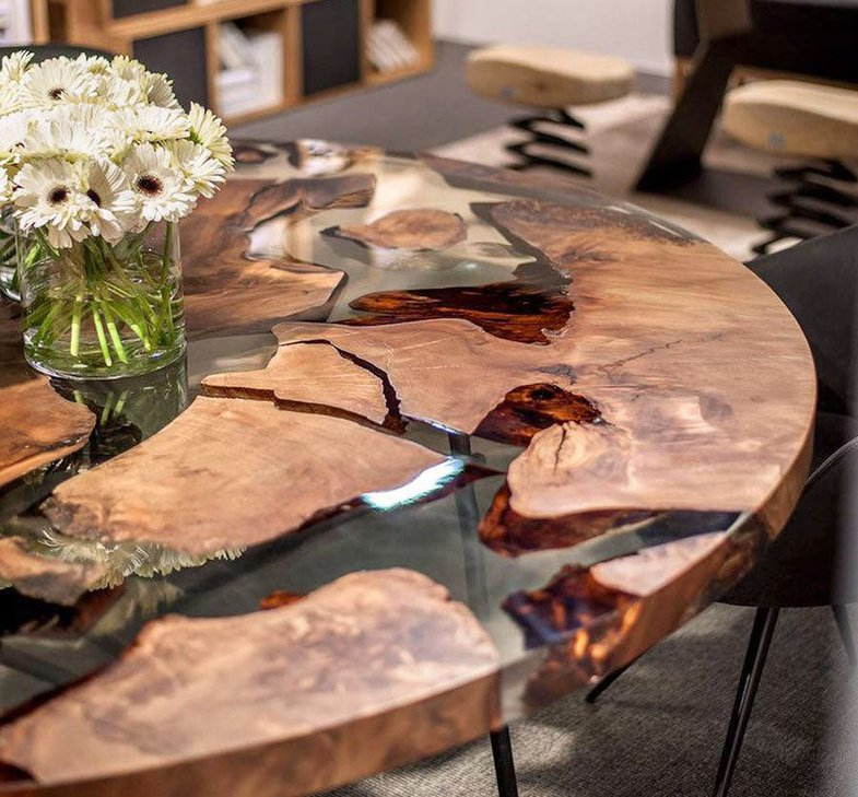 20 невероятных столов из массива дерева и эпоксидной смолы