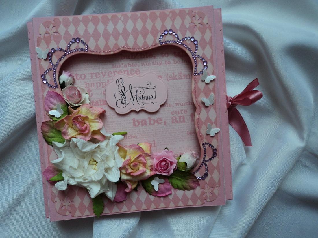 Дополните декор открытки бусинами, аппликацией из ткани, кружева, тесьмы.