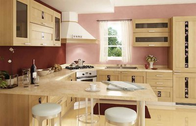 варочная поверхность и вытяжка в углу кухни