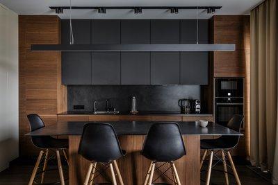 Современная кухня с комбинированными фасадами. Дизайнер проекта – Вячеслав Добряков.
