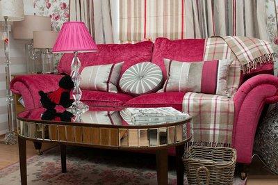 Диванные(интерьерные) подушки очень украшают комнату