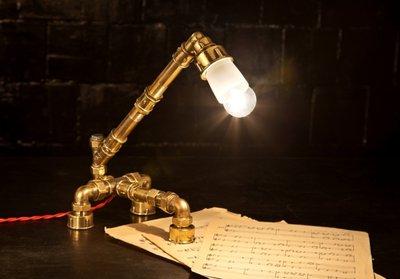 настольный светильник в стиле лофт