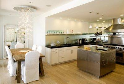 консоль позволяет хранить кухонную утварь в легкодоступном для вас месте и при этом не загромождает пространство кухни
