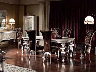 Обивку стульев выполняют из атласа, велюра, бархата и даже кожи.