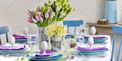Сервировка пасхального стола в сиренево-фиолетовом цвете