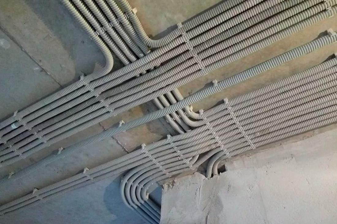 Монтаж электропроводки. В гофре или без?
