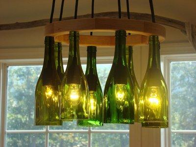 светильник из винных бутылок