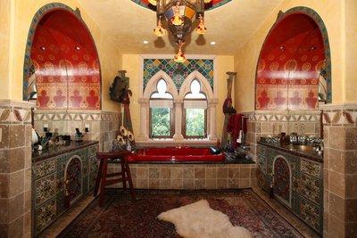 Марокканский и индийский стили наполнят кухню яркими цветами и сочными оттенками, обилием украшений.