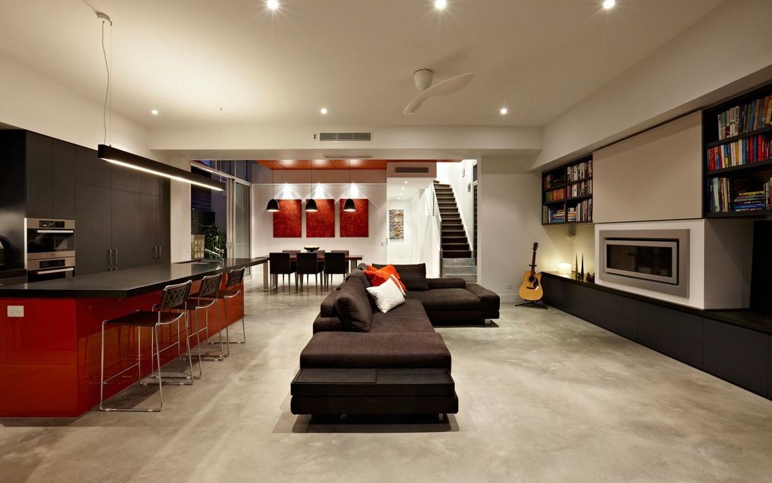 Часто используется прием объединения гостиной, столовой и кухни. Это значительно увеличивает свободную площадь и изменяет пространство гостиной.