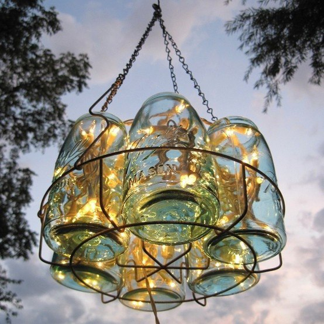 Используйте светодиодные или энергосберегающие лампы во избежании перегрева и возгорания конструкции.