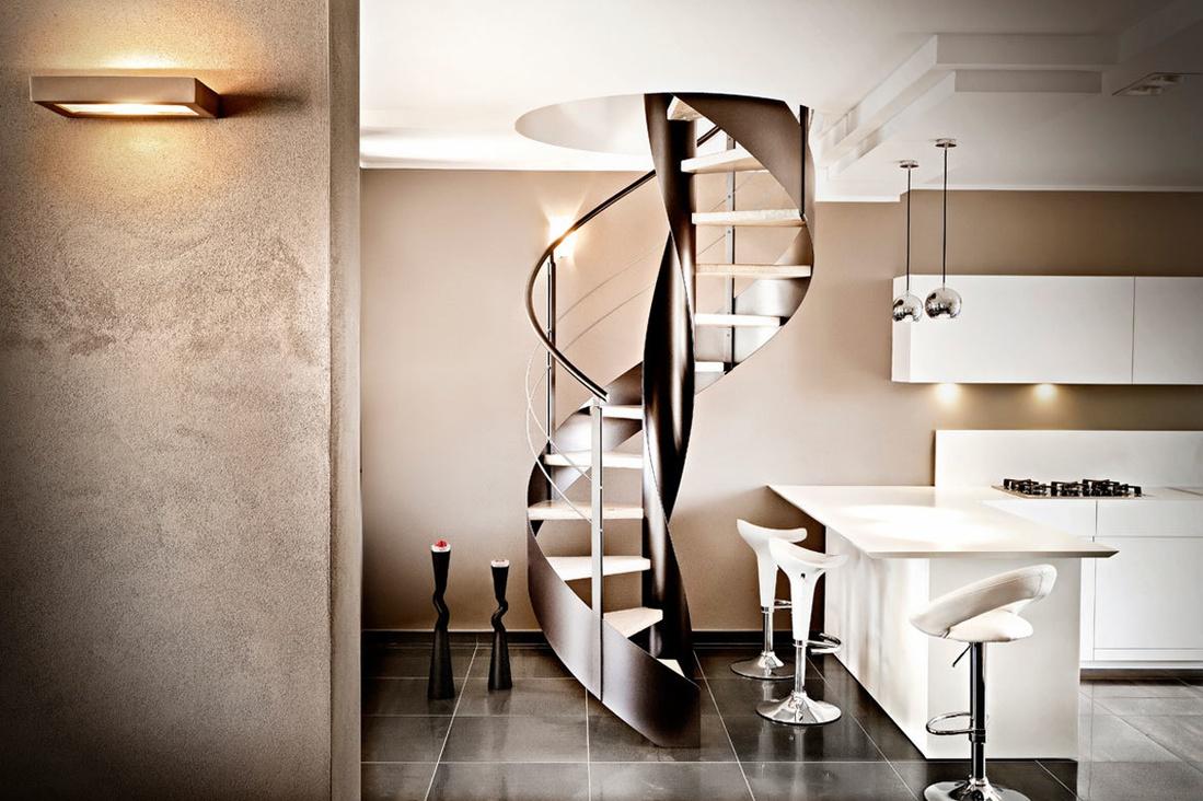 Лестница из металла отличный вариант для интерьера в стиле hi-tech.