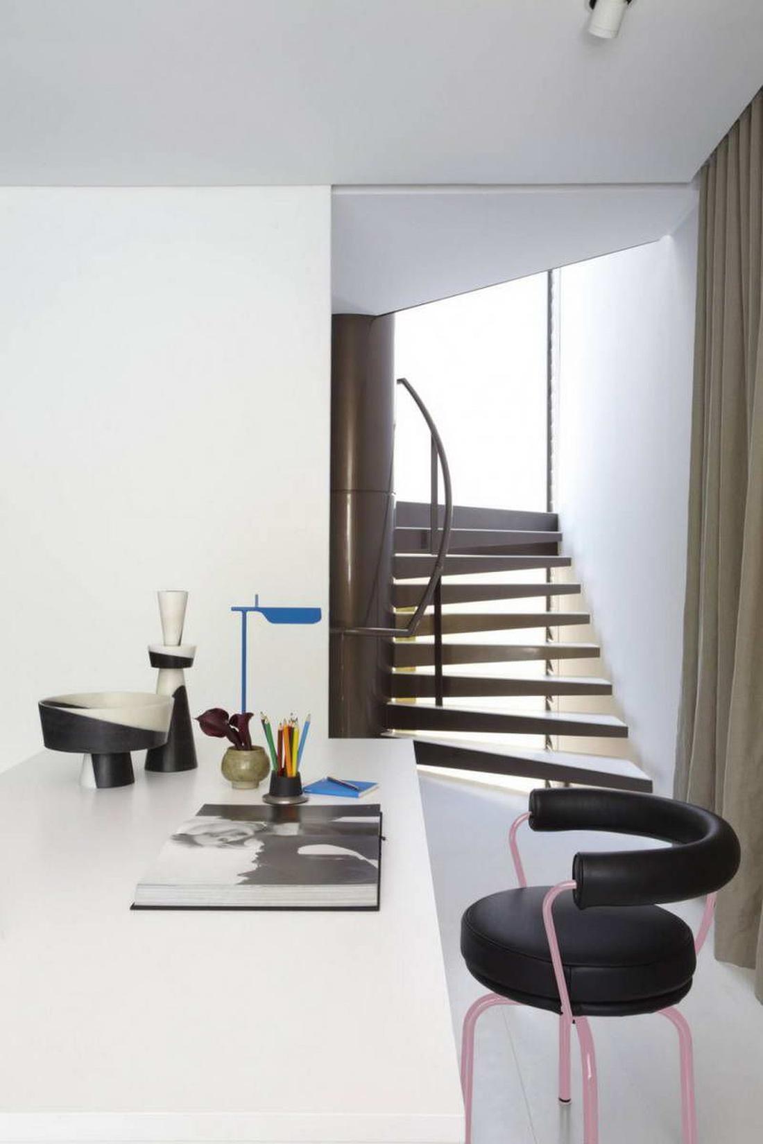 Домашний офис в гостевом уровне