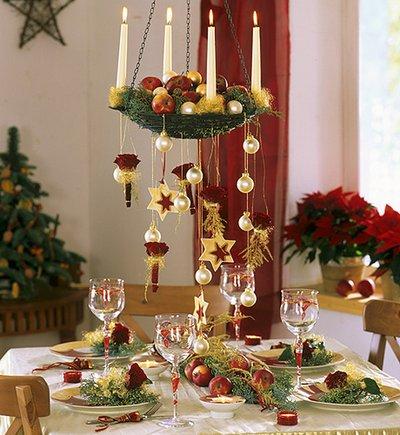 Украсьте люстру подвесками и нитями кристаллов, используйте декор, который уже присутствует в других помещениях дома
