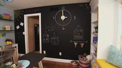украсьте комнату оригинальными настенными часами.